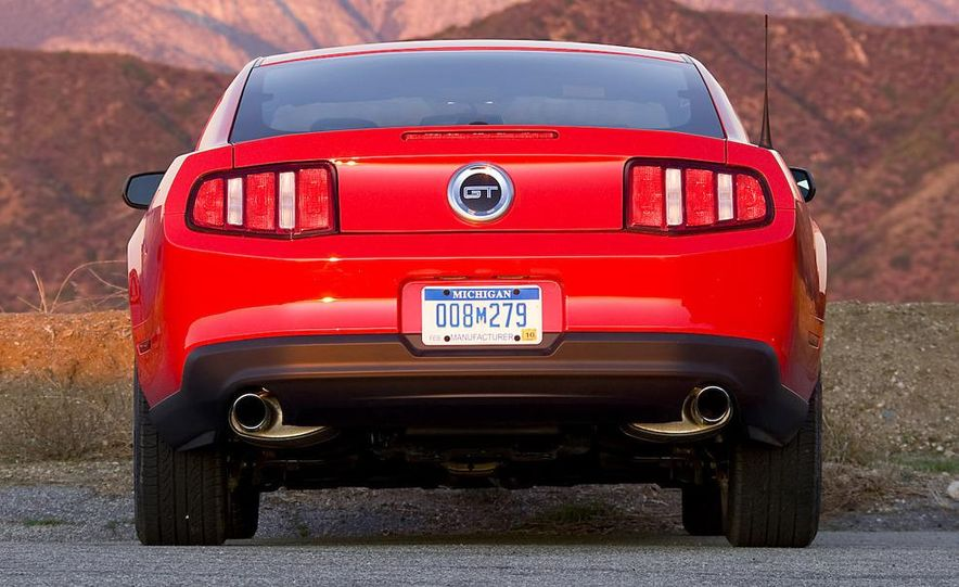 2010 Ford Mustang GT coupe - Slide 22