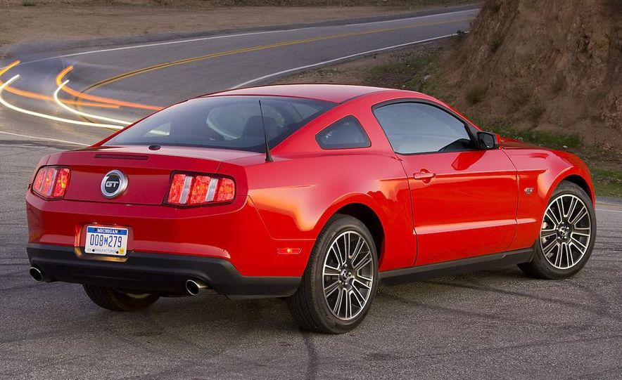 2010 Ford Mustang GT coupe - Slide 23