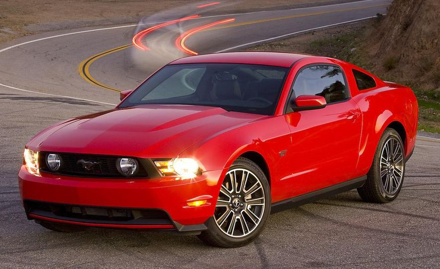 2010 Ford Mustang GT coupe - Slide 24