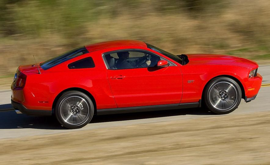 2010 Ford Mustang GT coupe - Slide 26