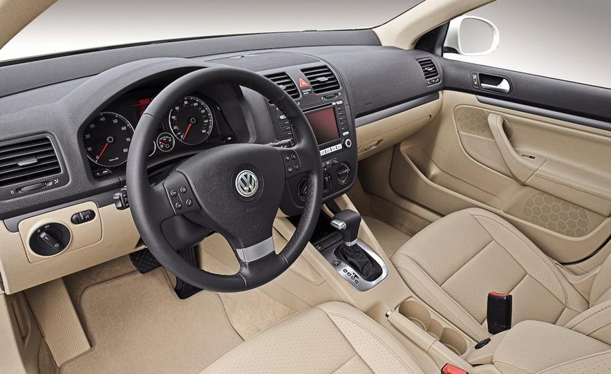 2011 Volkswagen Jetta sedan (spy photo) - Slide 16