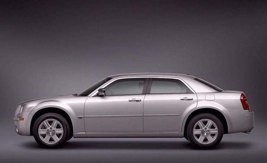 2009 Chrysler 300C - Slide 4