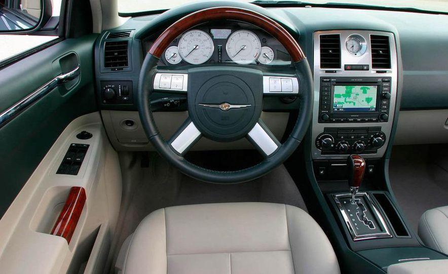 2009 Chrysler 300C - Slide 8