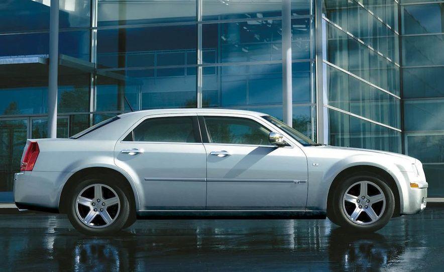 2009 Chrysler 300C - Slide 2