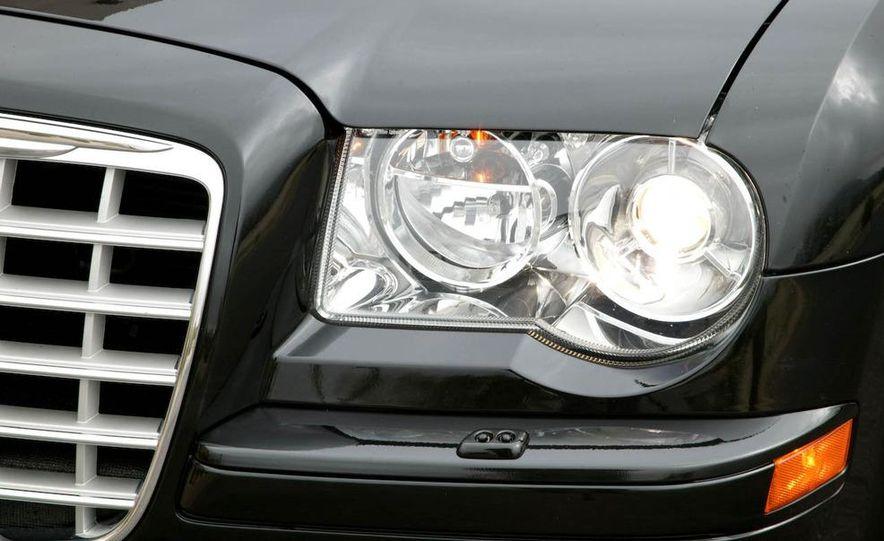 2009 Chrysler 300C - Slide 21