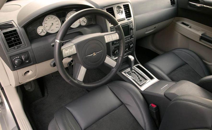 2009 Chrysler 300C - Slide 20