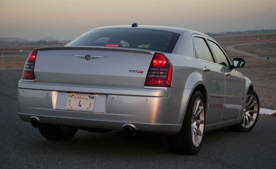 2009 Chrysler 300C - Slide 12
