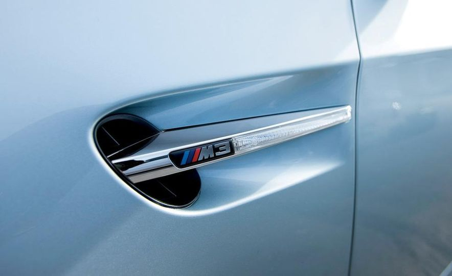 2009 BMW M3 steering-wheel-mounted paddle shifter - Slide 18