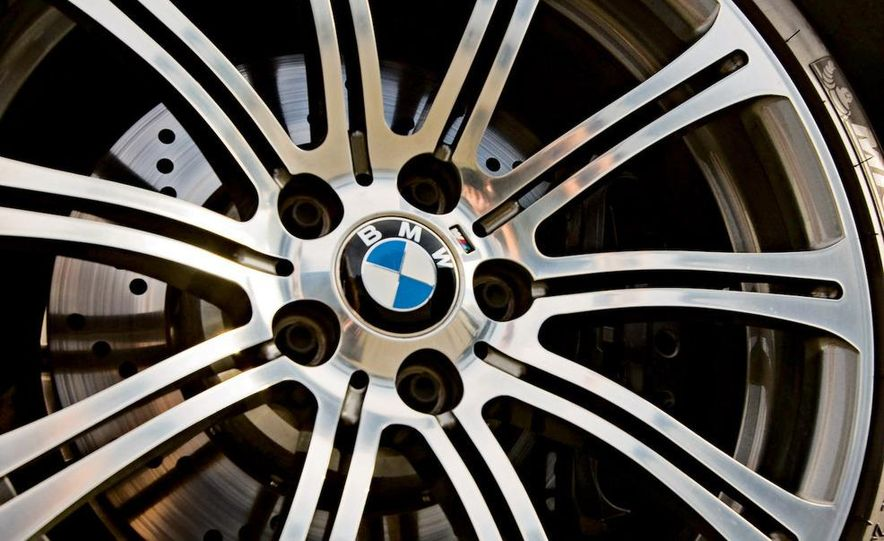 2009 BMW M3 steering-wheel-mounted paddle shifter - Slide 15
