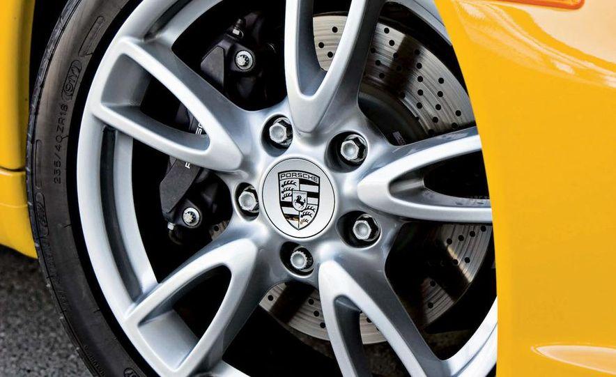 2009 BMW M3 steering-wheel-mounted paddle shifter - Slide 7