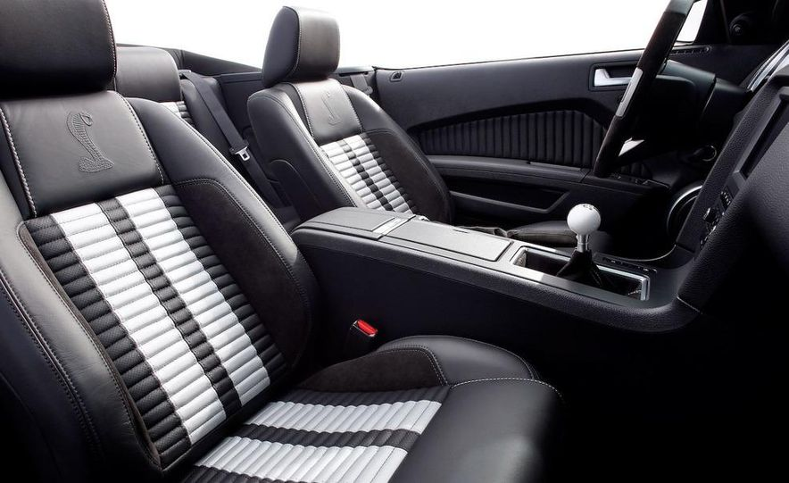 2010 Ford Mustang Shelby GT500 coupe - Slide 27