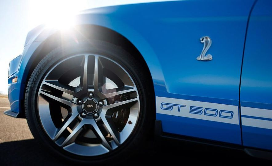 2010 Ford Mustang Shelby GT500 coupe - Slide 14