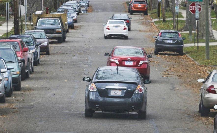2010 Ford Fusion hybrid, 2009 Chevrolet Malibu hybrid, 2009 Toyota Camry hybrid, and 2009 Nissan Altima hybrid - Slide 4
