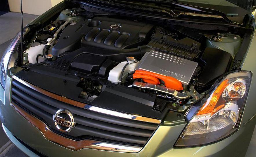 2010 Ford Fusion hybrid, 2009 Chevrolet Malibu hybrid, 2009 Toyota Camry hybrid, and 2009 Nissan Altima hybrid - Slide 76
