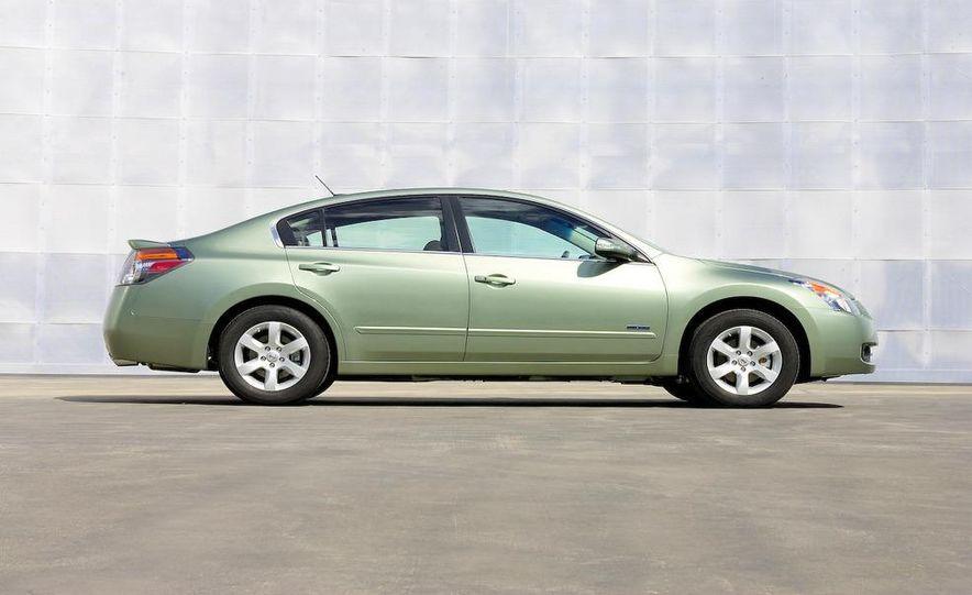 2010 Ford Fusion hybrid, 2009 Chevrolet Malibu hybrid, 2009 Toyota Camry hybrid, and 2009 Nissan Altima hybrid - Slide 78