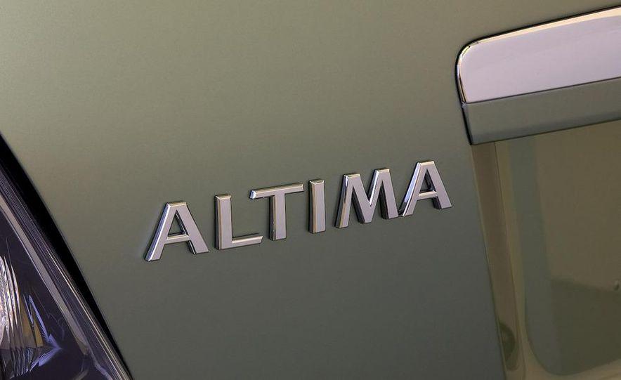 2010 Ford Fusion hybrid, 2009 Chevrolet Malibu hybrid, 2009 Toyota Camry hybrid, and 2009 Nissan Altima hybrid - Slide 74