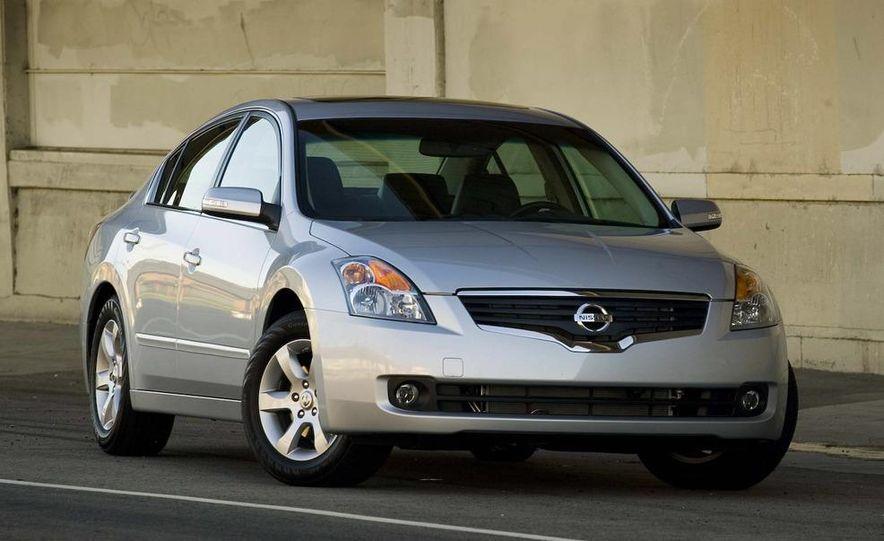 2010 Ford Fusion hybrid, 2009 Chevrolet Malibu hybrid, 2009 Toyota Camry hybrid, and 2009 Nissan Altima hybrid - Slide 82