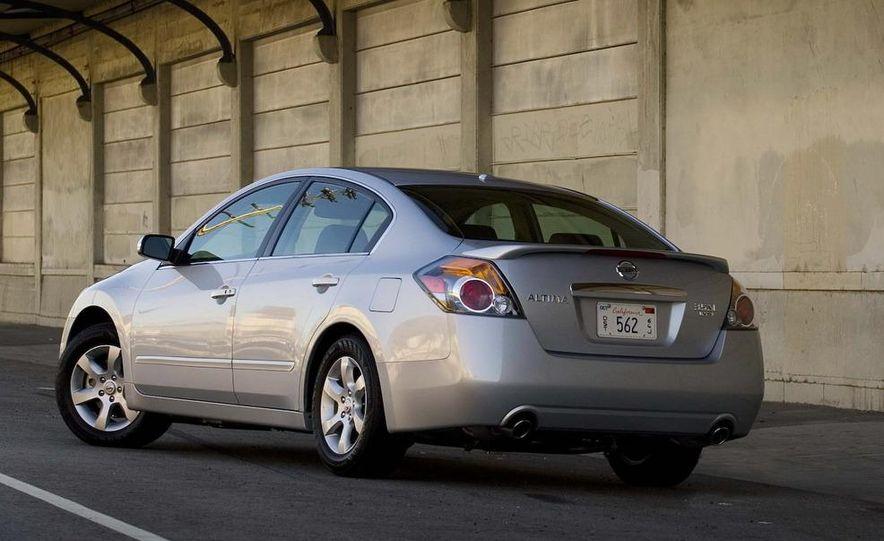 2010 Ford Fusion hybrid, 2009 Chevrolet Malibu hybrid, 2009 Toyota Camry hybrid, and 2009 Nissan Altima hybrid - Slide 83