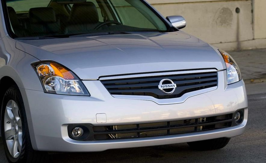 2010 Ford Fusion hybrid, 2009 Chevrolet Malibu hybrid, 2009 Toyota Camry hybrid, and 2009 Nissan Altima hybrid - Slide 105