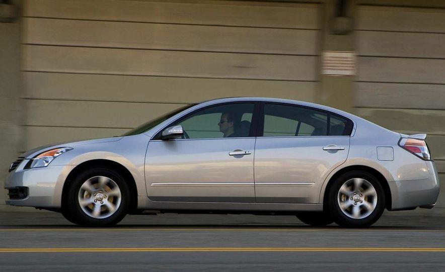 2010 Ford Fusion hybrid, 2009 Chevrolet Malibu hybrid, 2009 Toyota Camry hybrid, and 2009 Nissan Altima hybrid - Slide 106