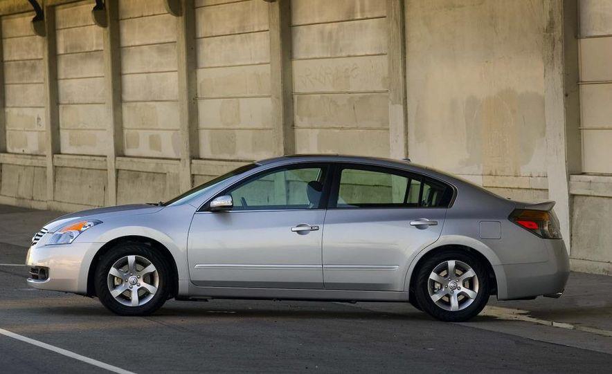 2010 Ford Fusion hybrid, 2009 Chevrolet Malibu hybrid, 2009 Toyota Camry hybrid, and 2009 Nissan Altima hybrid - Slide 107