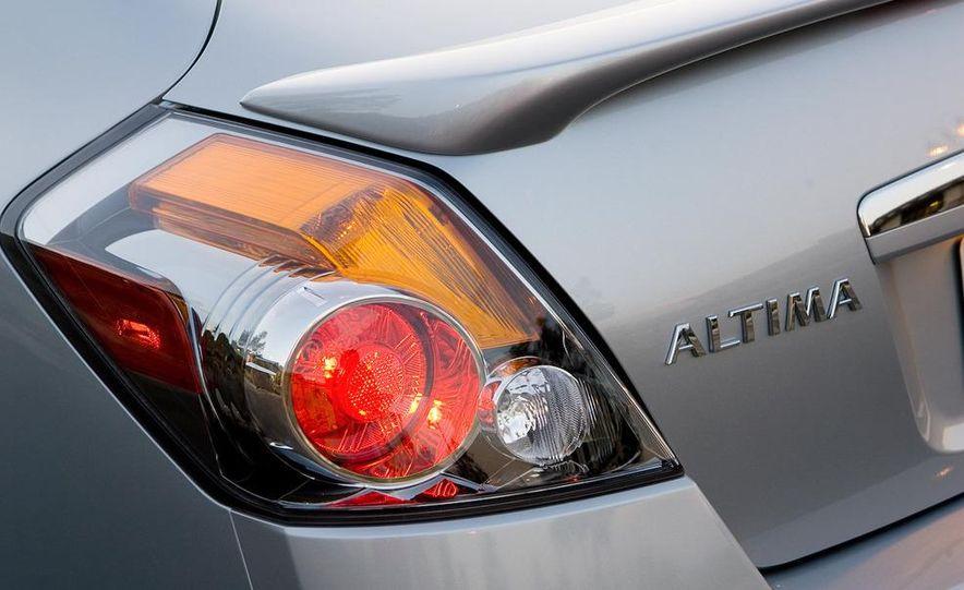 2010 Ford Fusion hybrid, 2009 Chevrolet Malibu hybrid, 2009 Toyota Camry hybrid, and 2009 Nissan Altima hybrid - Slide 103