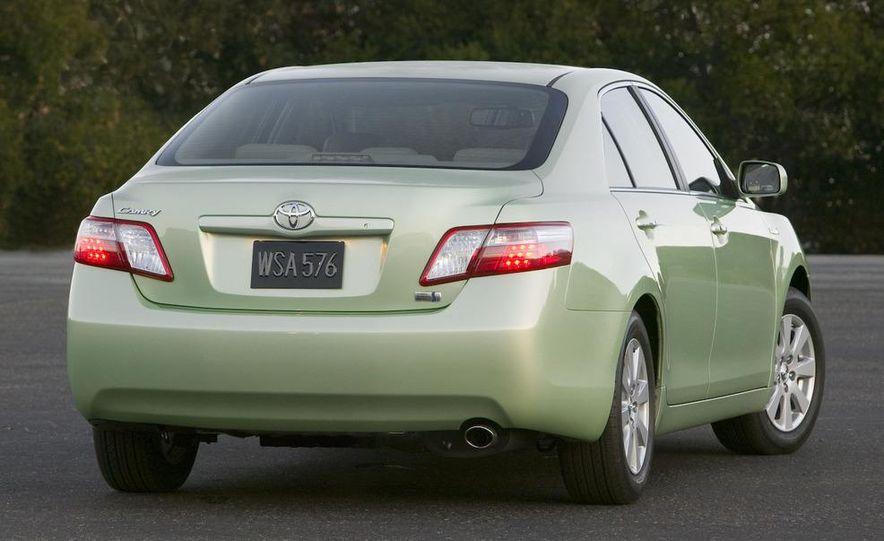 2010 Ford Fusion hybrid, 2009 Chevrolet Malibu hybrid, 2009 Toyota Camry hybrid, and 2009 Nissan Altima hybrid - Slide 112