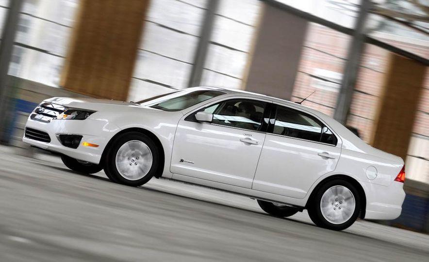 2010 Ford Fusion hybrid, 2009 Chevrolet Malibu hybrid, 2009 Toyota Camry hybrid, and 2009 Nissan Altima hybrid - Slide 17
