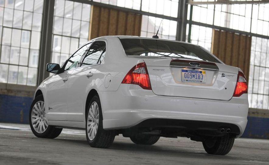2010 Ford Fusion hybrid, 2009 Chevrolet Malibu hybrid, 2009 Toyota Camry hybrid, and 2009 Nissan Altima hybrid - Slide 18