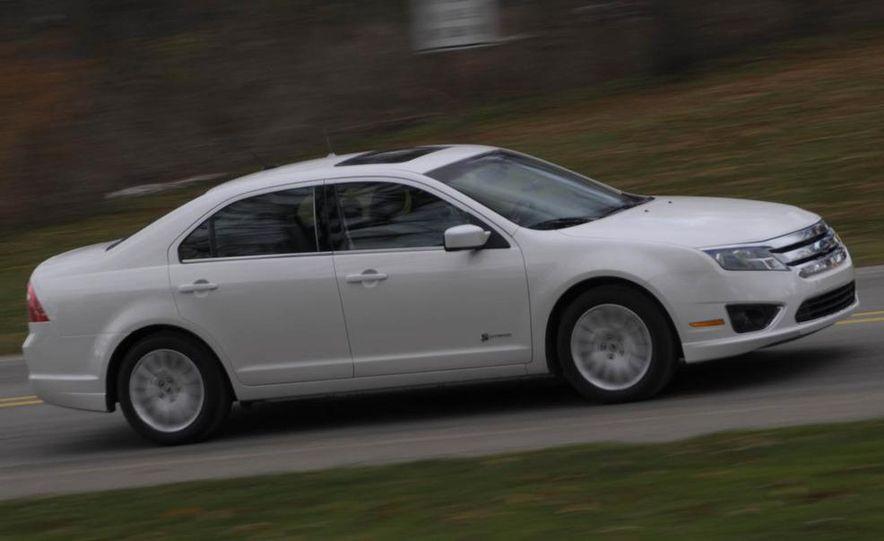 2010 Ford Fusion hybrid, 2009 Chevrolet Malibu hybrid, 2009 Toyota Camry hybrid, and 2009 Nissan Altima hybrid - Slide 19