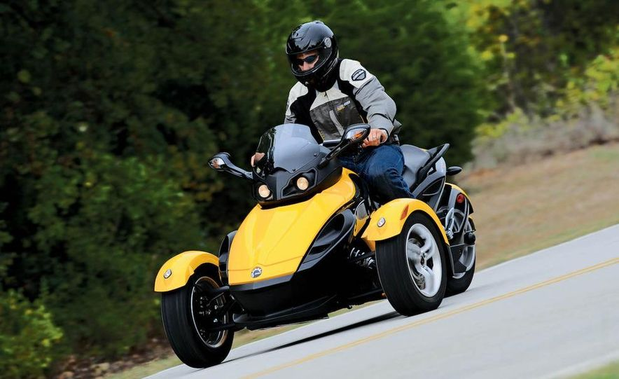 2008 BRP Can-Am Spyder Roadster - Slide 1