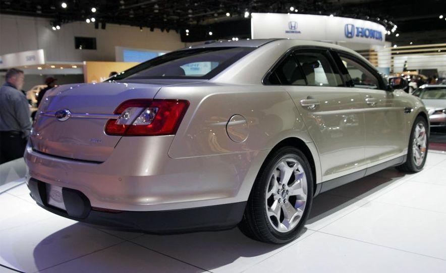 2010 Ford Taurus - Slide 1