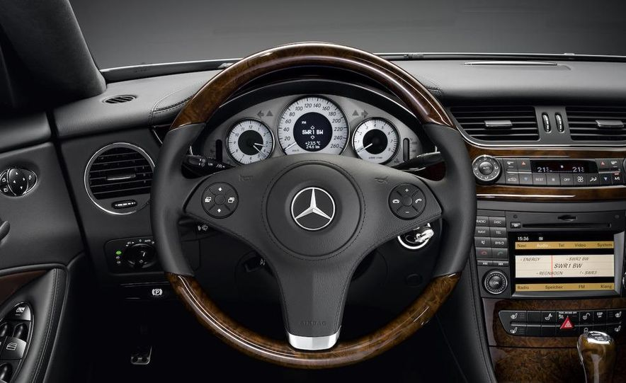 2009 Mercedes-Benz CLS550 Grand Edition instrument panel and steering wheel - Slide 1