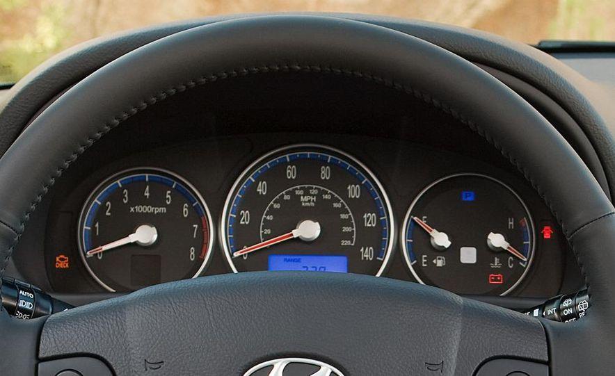 2009 Hyundai Santa Fe Limited AWD - Slide 15