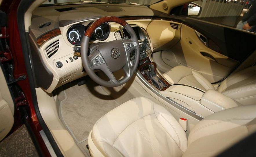 2010 Buick LaCrosse - Slide 18