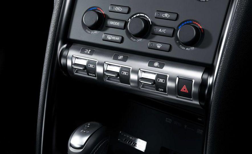 2011 Nissan GT-R Spec V - Slide 16