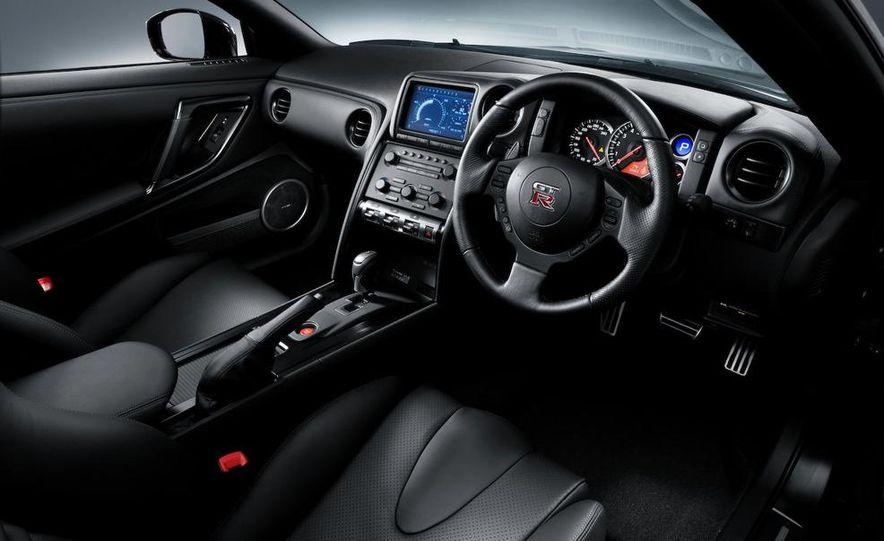 2011 Nissan GT-R Spec V - Slide 15
