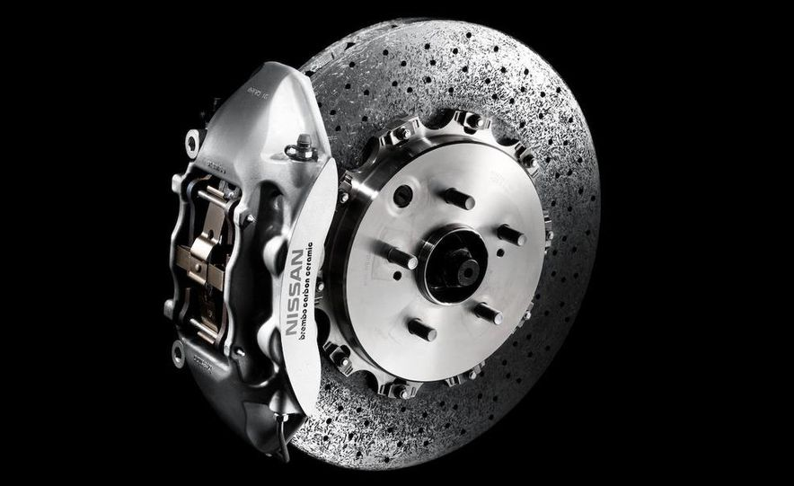 2011 Nissan GT-R Spec V - Slide 32