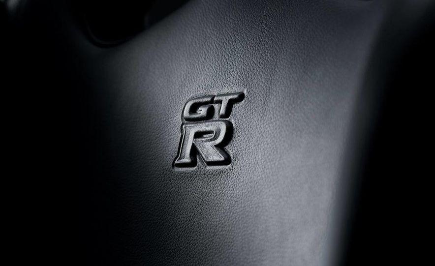 2011 Nissan GT-R Spec V - Slide 25