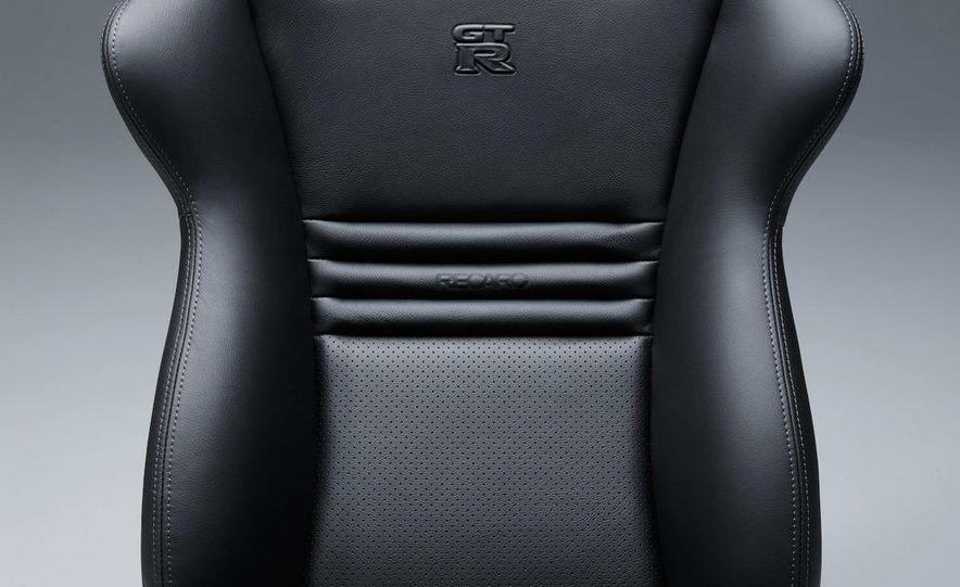 2011 Nissan GT-R Spec V - Slide 22