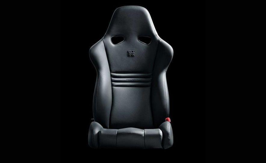 2011 Nissan GT-R Spec V - Slide 27