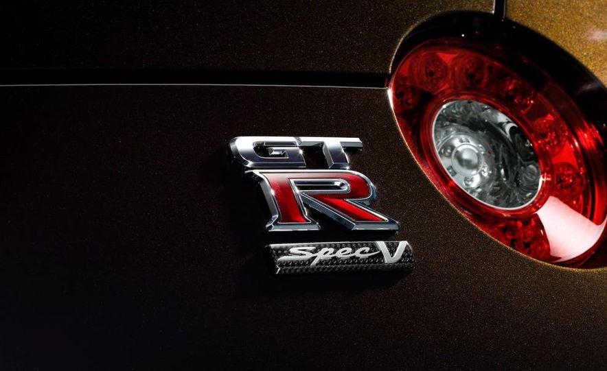 2011 Nissan GT-R Spec V - Slide 13