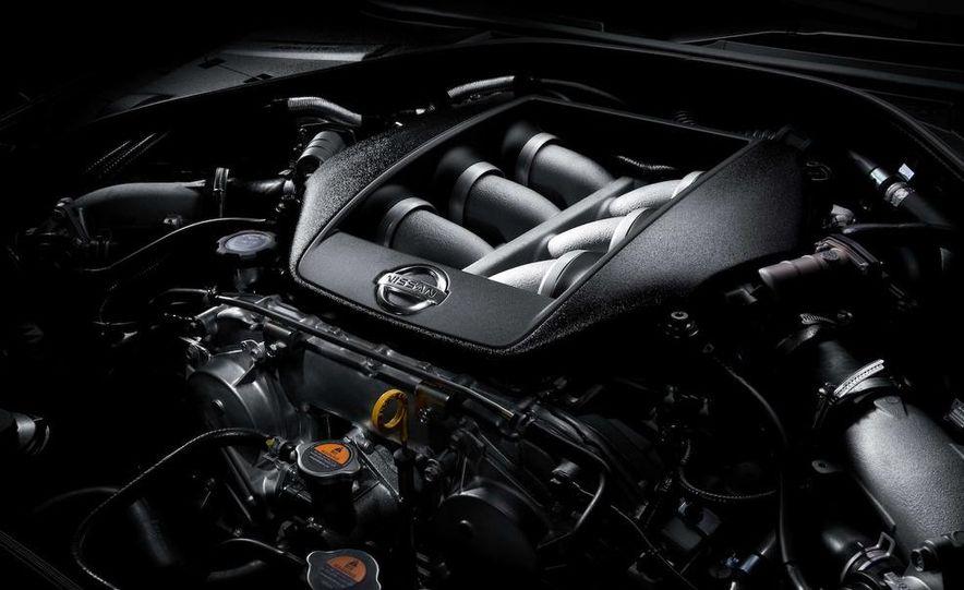 2011 Nissan GT-R Spec V - Slide 14