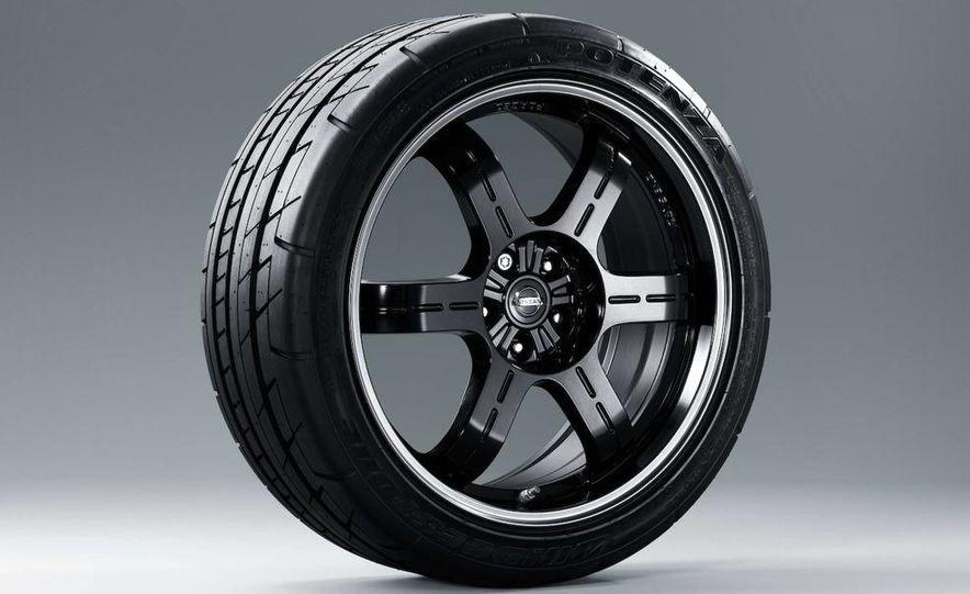 2011 Nissan GT-R Spec V - Slide 30