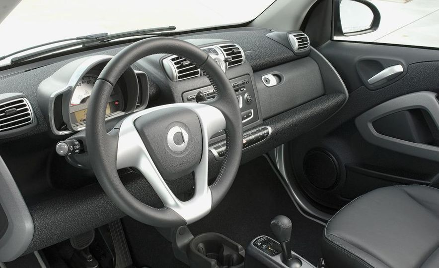 2008 Smart Fortwo Passion coupe interior - Slide 1