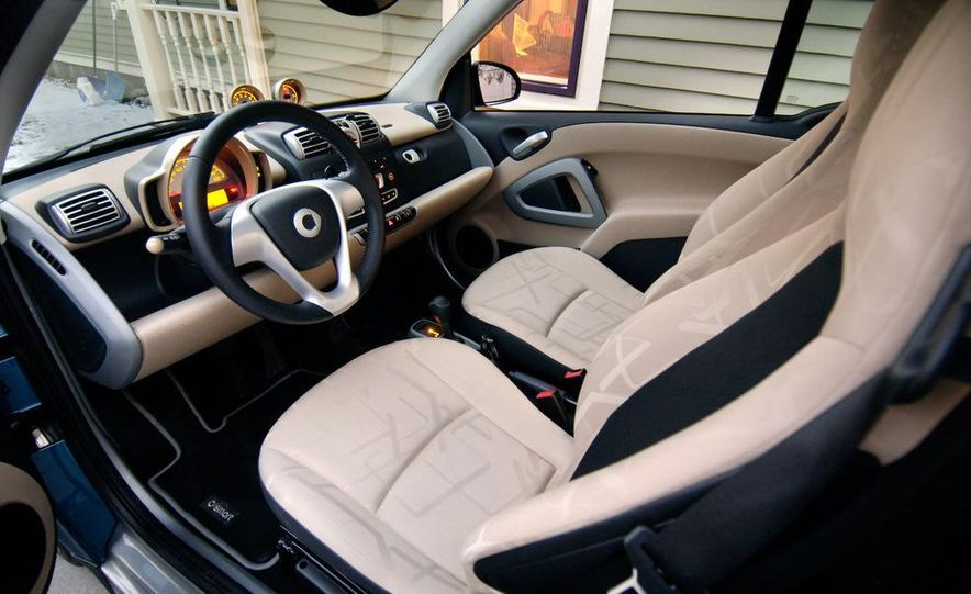 2008 Smart Fortwo Passion coupe interior - Slide 16