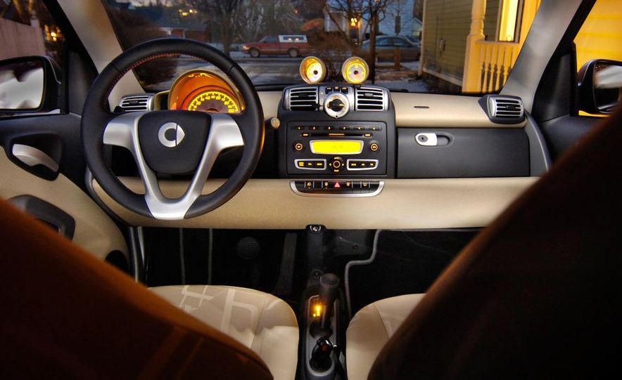 2008 Smart Fortwo Passion coupe interior - Slide 17