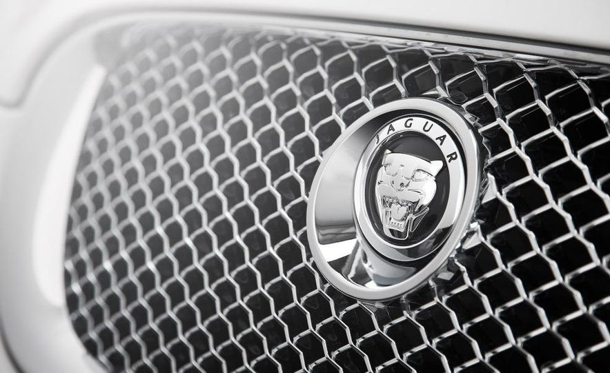 2010 Jaguar XFR - Slide 14