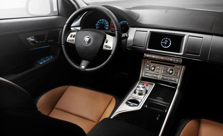 2010 Jaguar XFR - Slide 18