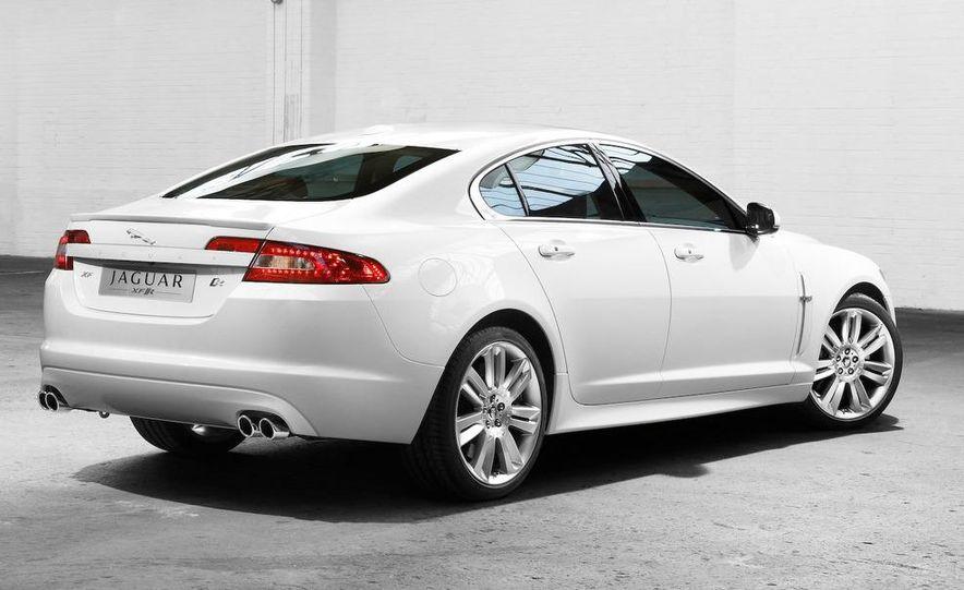 2010 Jaguar XFR - Slide 3